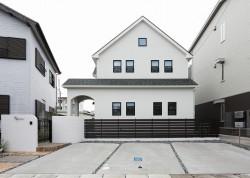 吹抜けのある暮らしを120%楽しむプチパリスタイルの家